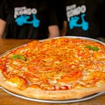 פיצה בפיצריה של פיצה רונדו